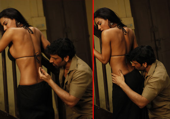 Watch new hot stills of Veena Malik's intimate scene in 'Zindagi 50-50'
