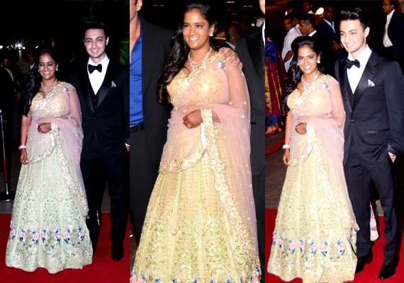 Arpita Khan Looks Elegant In Falguni & Shane Peacock