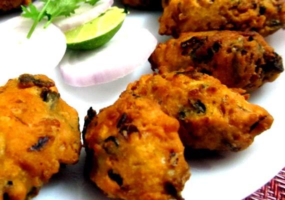3 unique leftover rice recipes view pics lifestyle news india tv chawal ke pakode forumfinder Choice Image