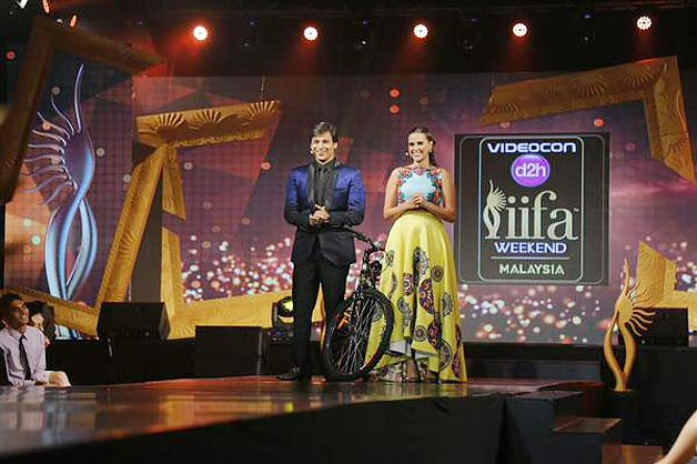Fashion Show Music Tracks Bollywood iifa fashion show pics