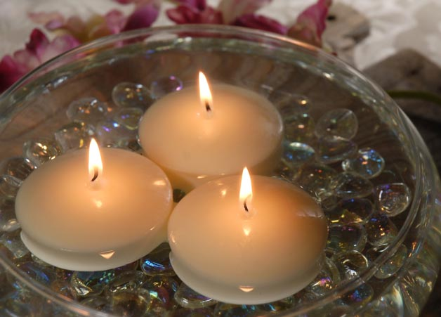 One Of The Most Famous Ideas Of A Romantic Date, The Trend Of Floating  Candles Can Never Be Out Of Season. All You Got To Do Is Fill A Bowl With  Water ...