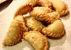 10 easy steps of Gujiya making