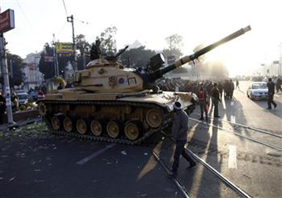 Egypt army deploys tanks near Presidential palace; 5 killed