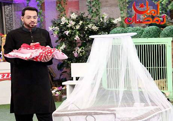 Furore over Pak TV quiz show host gifting orphan baby to childless couple