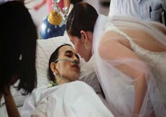 Heartbreaking: Dying cancer patient marries girlfriend hours before he dies