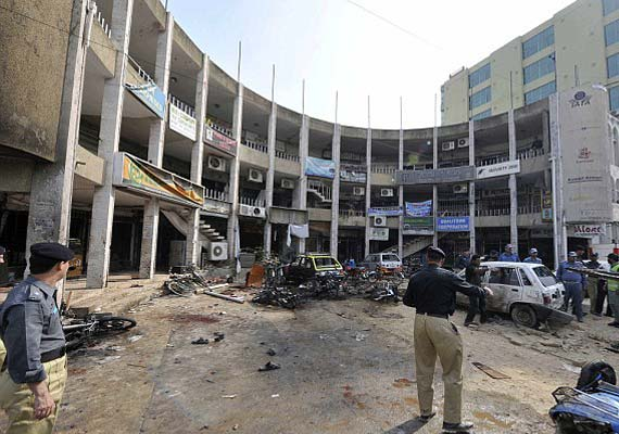 Taliban suicide bomber kills 23 in Pakistan