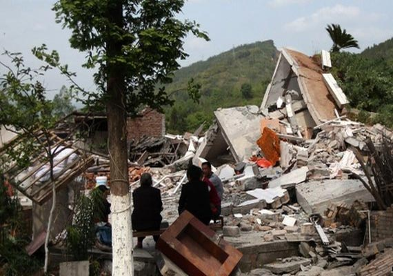 Death toll in China quake rises to 195, 10,500 injured