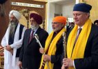 PM Modi in Vancouver; offers prayers at Gurudwara Khalsa Diwan, Laxmi Narayan Temple