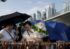 Crowds pay last respects to late Singapore's founder Lee Kuan Yew ahead of funeral