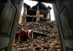 Post-quake renovations begin in Nepal; toll nears 7,700