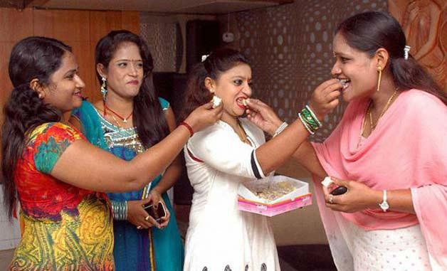 Where to pick up girls in mumbai