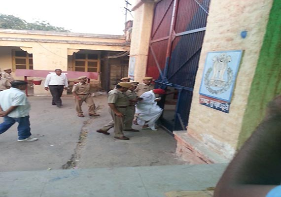 Asaram lodged in Jodhpur jail, supporters go on rampage, lathicharged