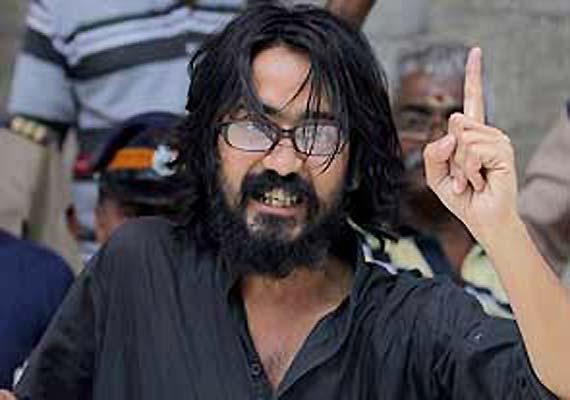 Cartoonist Trivedi ends 8-day-long fast on Kejriwal's appeal