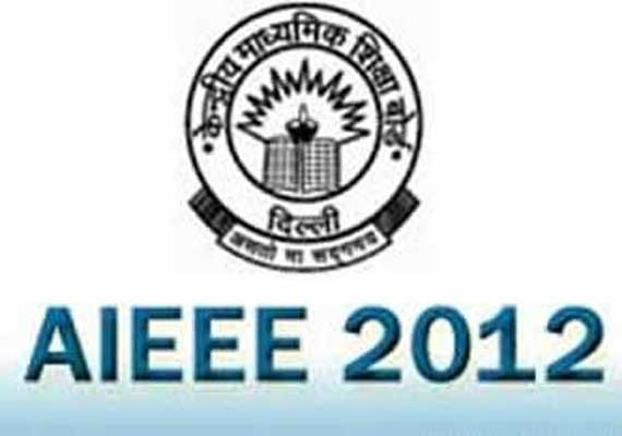 Delhi boy from govt school tops AIEEE