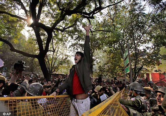 Gangrape: Thousands continue to protest at Jantar Mantar