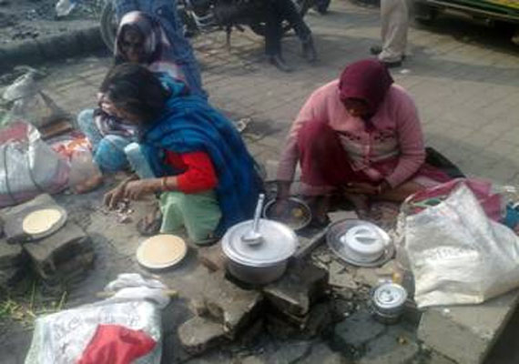 Healthcare in India: as Delhi shivers, cancer patients, relatives spend nights on pavement outside AIIMS