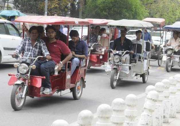 Delhi government begins registering e-rickshaws