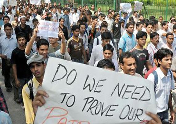 Jamia Students, Teachers Protest Against Police Raids