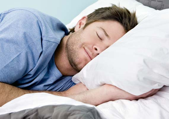 Lack of sleep prevents women feeling full, makes men hungrier