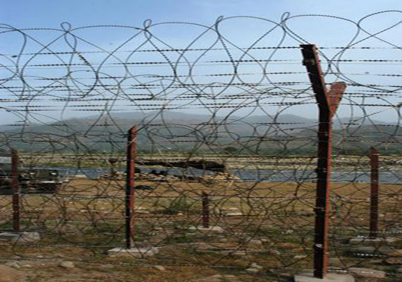 LoC issue:  India, Pak DGMOs agree not to escalate tension