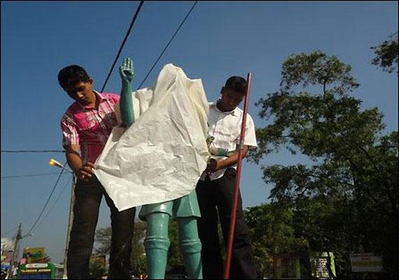 Mahatma Gandhi's statue desecrated in Shimla