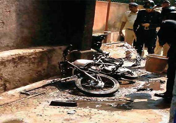 Man in Mumbai dies after Yamaha bike explodes into fireball after he kickstarts