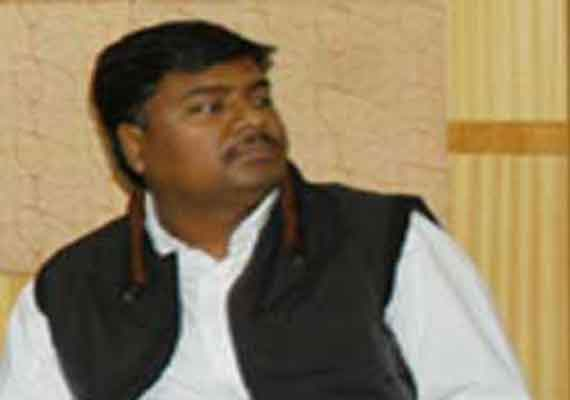 Minister heckled over admission of EWS students to pvt school