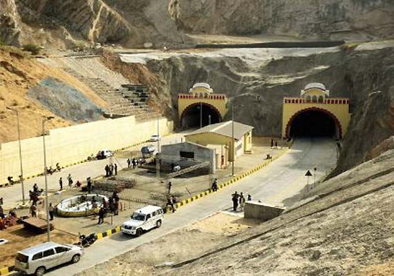 PM, Sonia inaugurate Jaipur tunnel