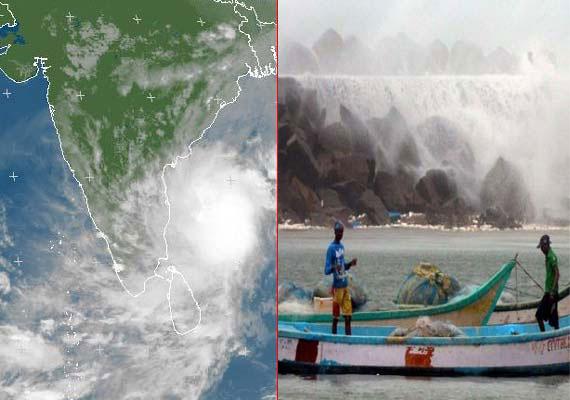 Cyclone Phailin causes widespread devastation on Odisha, AP