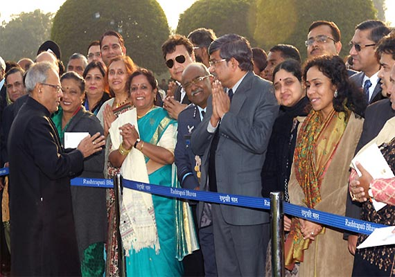 President Pranab Mukherjee mingles with guests at Rashtrapati Bhavan reception