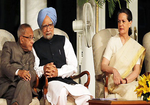 President, PM, Sonia attend Gujral's funeral