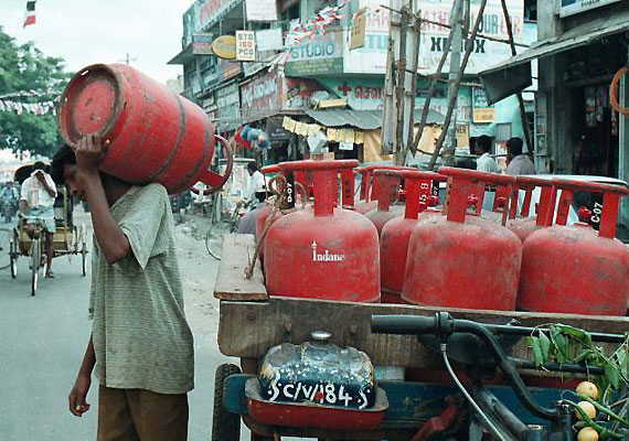Price of non-subsidized LPG cylinder hiked by Rs 127