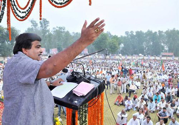 SP Father-Son Party, BSP Wholesale Kirana Party, Says Gadkari
