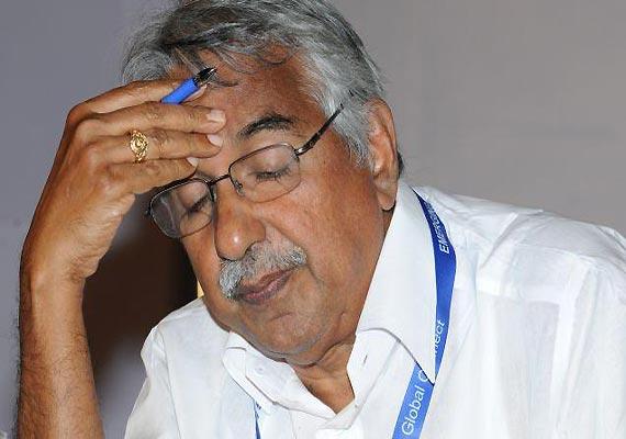 Solar scam: Kerala HC slams probe, Chandy rules out resignation