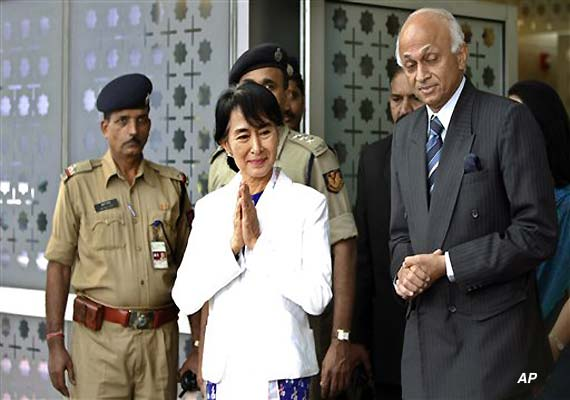 Suu Kyi arrives in India on nostalgic visit