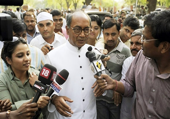 Team Anna Members Trying To Become Power Brokers, Says Digvijay Singh