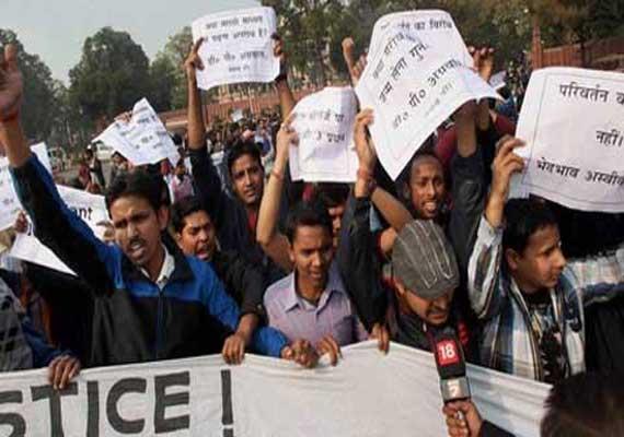 UPSC aspirants protest against CSAT
