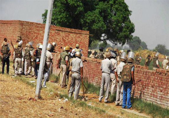 Violence in Uttar Pradesh's Deoband, policemen attacked