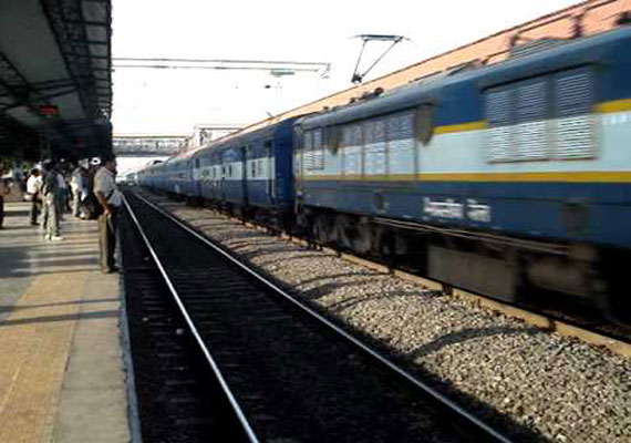 8 special trains to clear Diwali rush