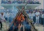 Last rites of farmer Gajendra Singh performed in Dausa