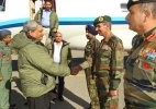 Defence Minister Parrikar visits Siachen, meets troops