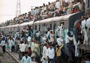 In 7 years, India's population to overtake China's