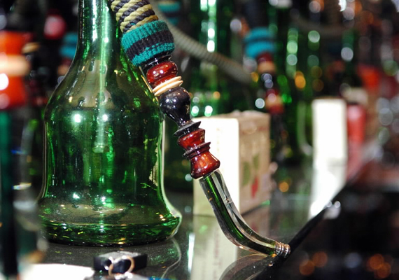 44 youths held in raid on hukkah bar in Mumbai
