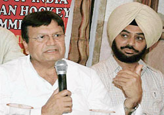 Hockey Olympian Aslam Sher Khan Starts New Political Outfit