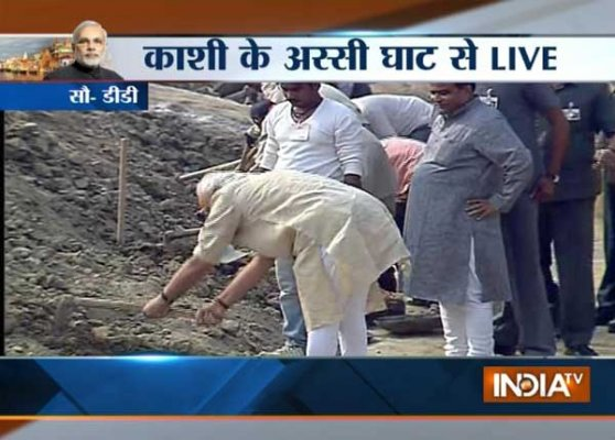 PM Narendra Modi launches 'Swachh Bharat Abhiyan' from Assi ghat in Varanasi