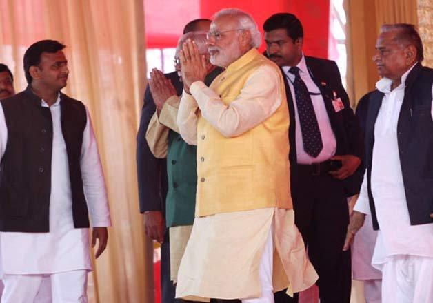 PM Modi steals the show at 'tilak' ceremony of Mulayam's grandnephew