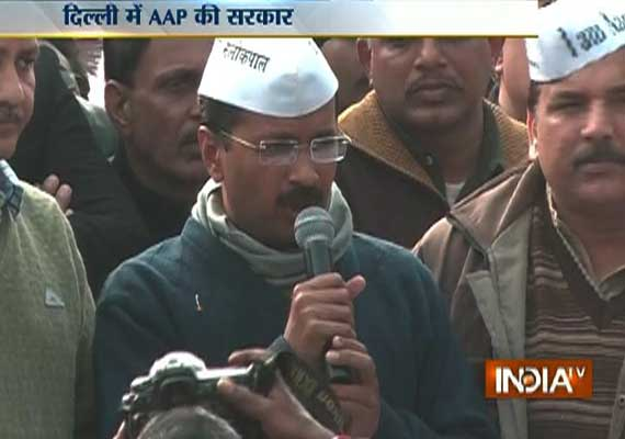 Live Reporting: Kejriwal stakes claim to form govt, swearing-in at Ramlila Maidan