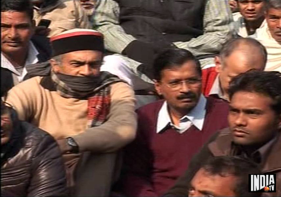 Live : Kejriwal leads silent protest at Jantar Mantar against Delhi gangrape