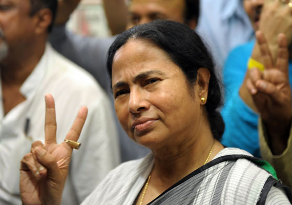 Mamata comes to Delhi, to sit on dharna at Jantar Mantar