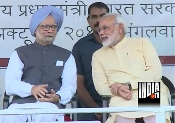With Manmohan on stage, Modi says Patel should have been first PM